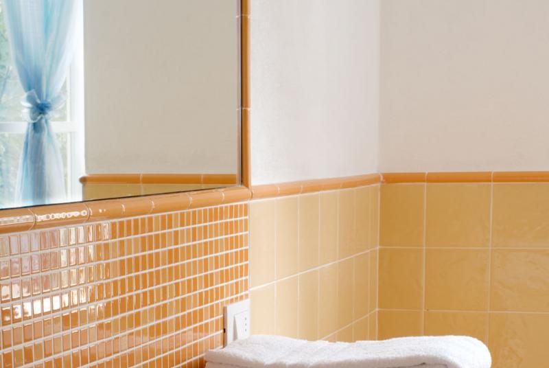 Wohnzimmer Mit Klimaanlage Kochnische Khlschrank Herd Ofen Sat TV Ausgestattet Haartrockner Bad Und Bettwsche Badezimmer Dusche